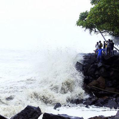 В результате шторма на Шри-Ланке погиб украинец – МИД