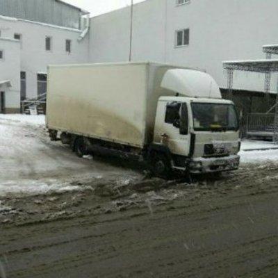 В Виннице грузовик наехал на мать с двумя детьми