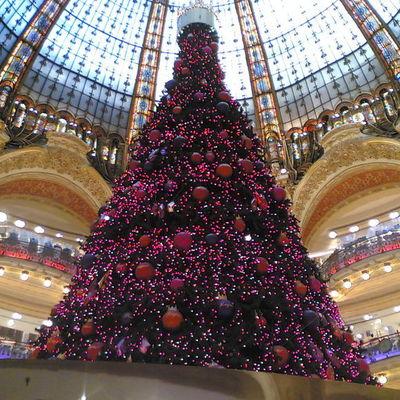 Мировые столицы начали кичиться самыми стильными новогодними елками (видео)