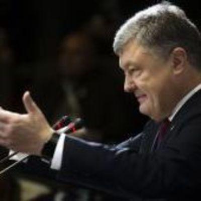 Порошенко предложил повысить уровень минимальной зарплаты в 2018-м
