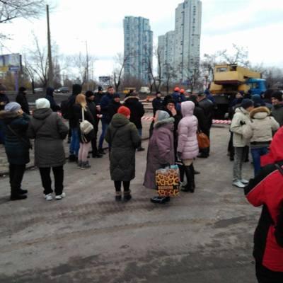 Киевляне вышли на массовый протест против строительства McDonald's (фото)