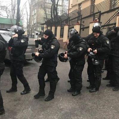 В квартире Саакашвили проходят обыски, задействован спецназ