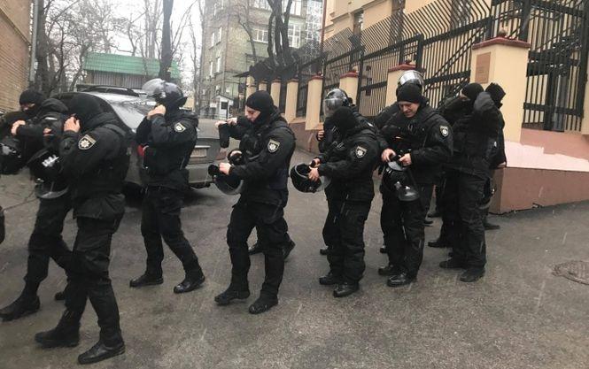 Вжилье Саакашвили вКиеве ломают дверь, заявляет его соратник
