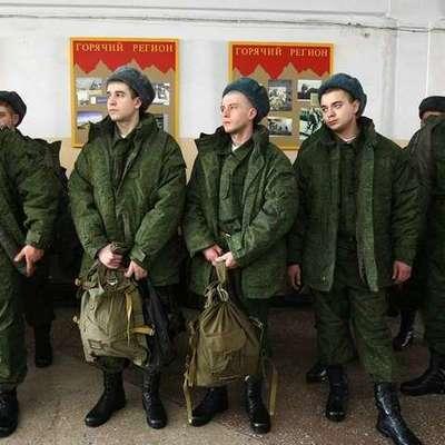 Трое семилетних детей в России получили вызовы в военкомат