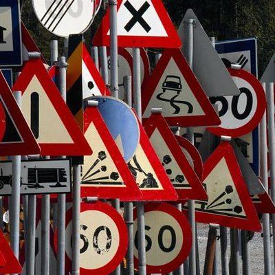 Дорожный знак с ошибками: киевляне удивляются неграмотности коммунальщиков