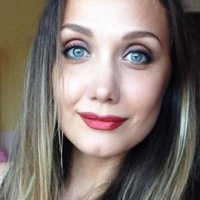 Певица Евгения Власова со слезами на глазах обратилась к фанатам