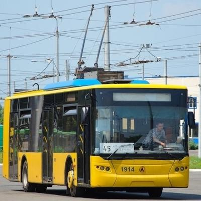 В центре Киева перенесли остановку для троллейбусов (схема)