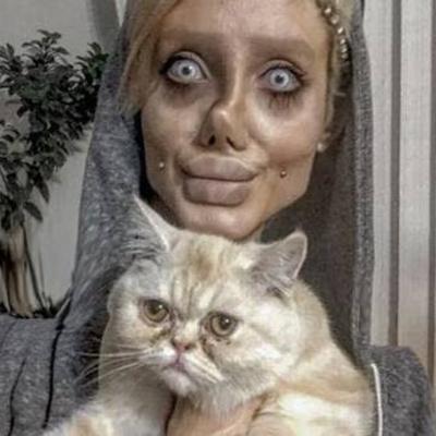 Клон Анджелины Джоли  объяснила свой пугающий внешний вид