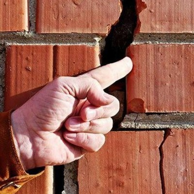 Жилой дом с сотнями киевлян может «рухнуть» в любой момент (фото)