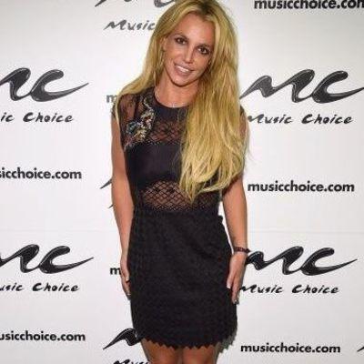 В мини-платье и шубе: Бритни Спирс похвасталась новым образом