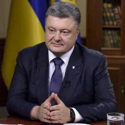 Порошенко присвоил звание «Мать-героиня» почти тысяче украинок