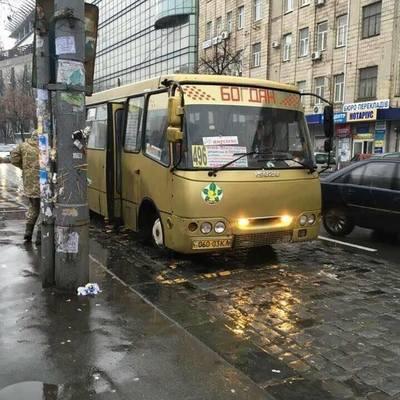Золотая маршрутка в Киеве насмешила соцсети