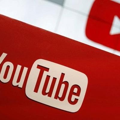 Маленький мальчик зарабатывает $ 11 млн в год, осматривая игрушки на видеоканале YouTube.