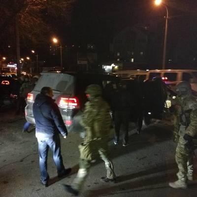 Спецназ задержал кортеж джипов: что происходит (фото)