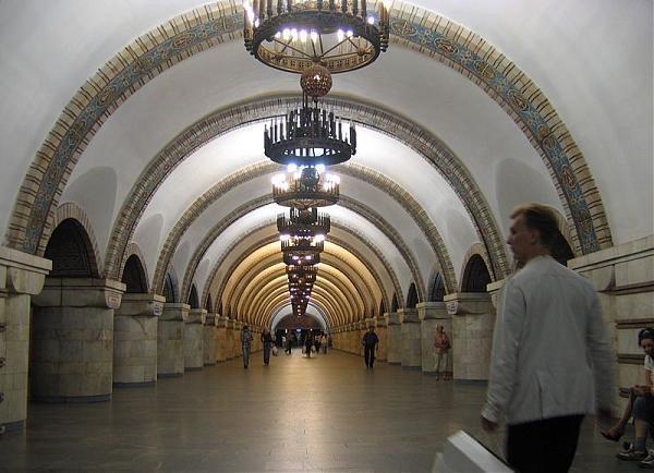 На «Золотых воротах» вкиевском метро открыли пункт подзарядки мобильных телефонов