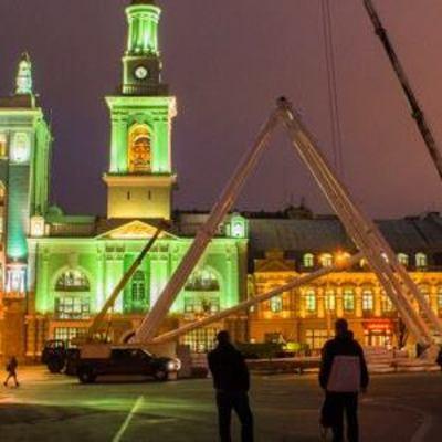 В Киеве монтируют самое большое колесо обозрения в Украине и готовят новогодние сюрпризы