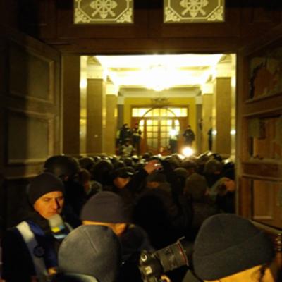 «Штаб» Саакашвили: ворвались в холл Октябрьского несмотря на сопротивление Нацгвардии (фото, видео)