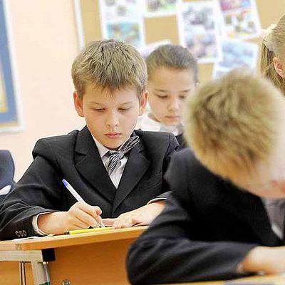 Школьникам Киева разрешили не ходить на занятия из-за грандиозного снегопада