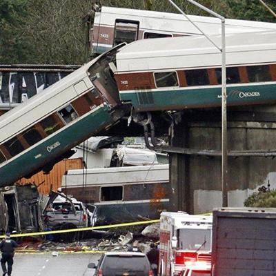 Свыше 100 человек пострадали при крушении поезда в США