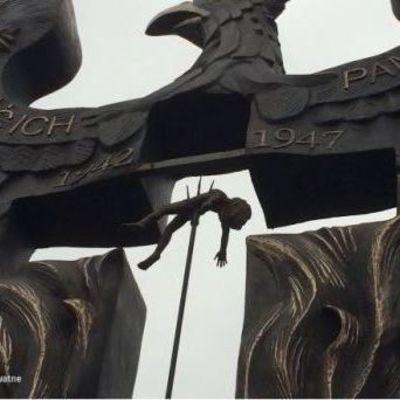 Отрубленные головы и ребенок на вилах: в Польше собираются открыть памятник жертвам Волынской трагедии