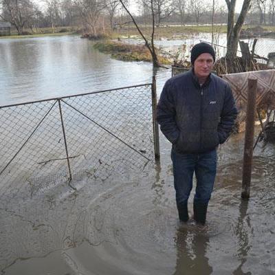 Паводок наделал беды: на Закарпатье река течет по новому руслу