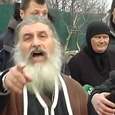 Киевский суд оправдал священника, который выставил труп жены для поклонения