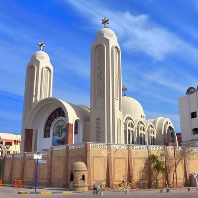 В Египте сотни мусульман атаковали христианскую церковь