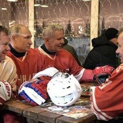 В сети высмеяли ночные занятия Путина и Шойгу (видео)