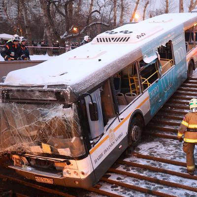 В Москве автобус влетел в подземный переход, есть погибшие и раненые, - росСМИ (фото)