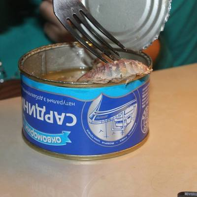 Киевлянин обнаружил «морское чудище» в консервах (фото)