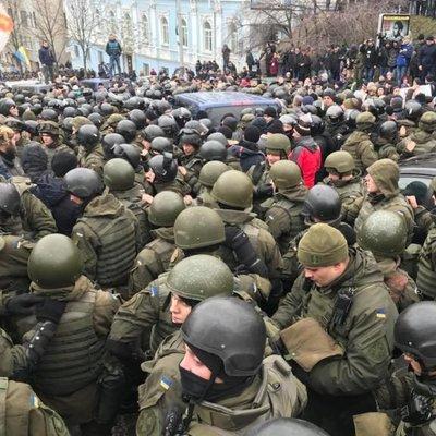 Импичмент: началась ходячая забастовка и перепалки, уговоры полиции не подействовали (фото)
