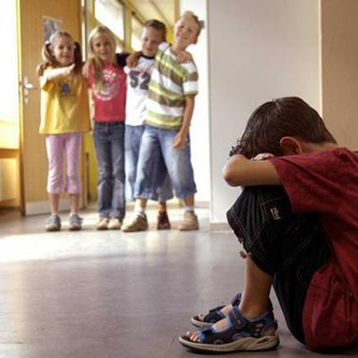 В столичной школе дети засмеяли одноклассника, который не получил подарки в День святого Николая