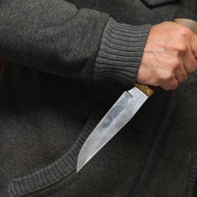В Киеве неродной отец пытался зарезать своего пасынка