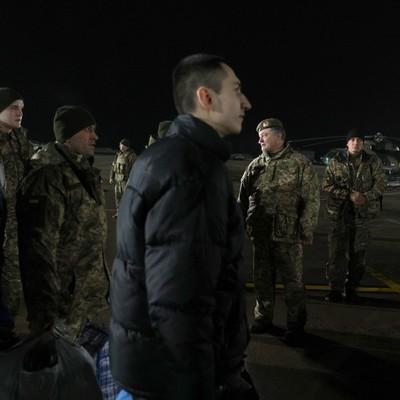 Слезы счастья: как встречали освобожденных из плена на Донбассе (фото)