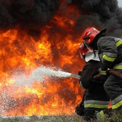 Крупный пожар в Киеве: горят МАФы