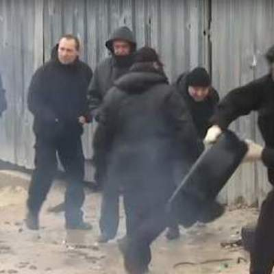 В элитном районе Киева активисты устроили потасовку с газом и дымовыми шашками (видео)