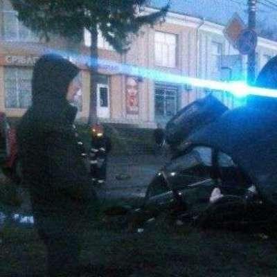 В Хмельницкой Mersedes на переходе сбил женщину с ребенком