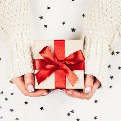 Юная американка своим рождественским подарком довела отчима до слез