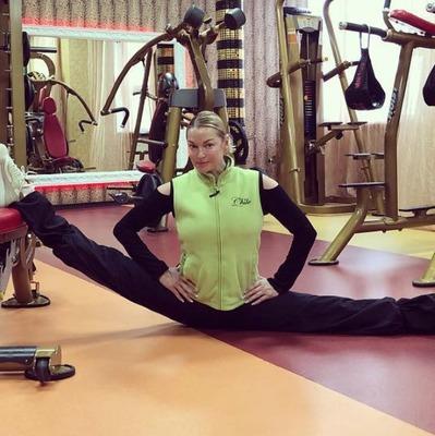 Анастасия Волочкова поразила поклонников шпагатом в бане