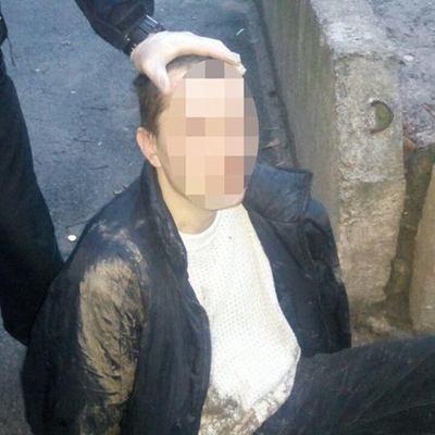 В Киеве мужчина напал с ножом на двух школьниц