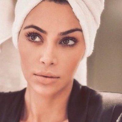 Ким Кардашьян ошарашила снимком без бюстгальтера