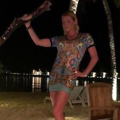 Анастасия Волочкова не вместила пышную грудь в купальник