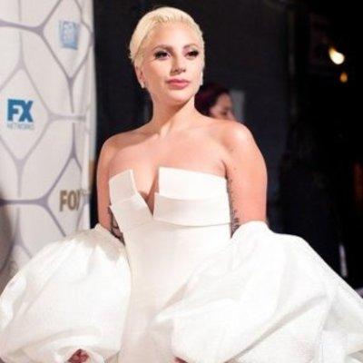 Леди Гага похвасталась стройной фигурой в купальнике