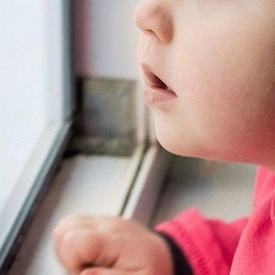 На Херсонщине трехлетнюю девочку насиловал сожитель ее матери – полиция