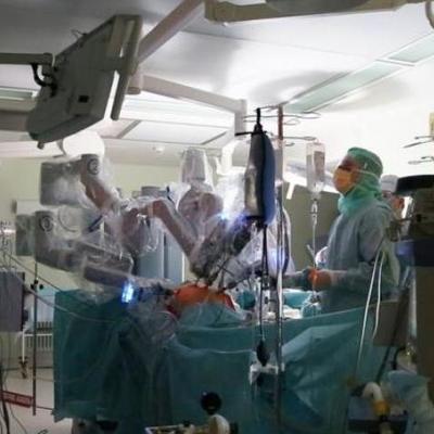 В Китае хирурги впервые доверили скальпель роботу
