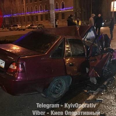 В Киеве пьяный подполковник полиции протаранил столб
