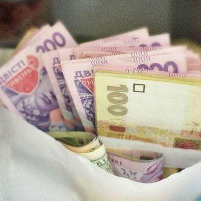 Кабмин повысил зарплаты учителей до 8,5 тысяч гривен