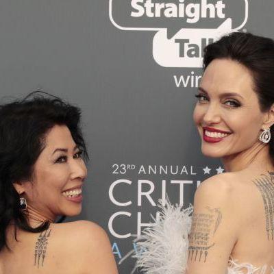 Анджелина Джоли поразила роскошным нарядом в перьях (фото)