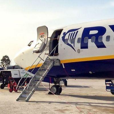 В Испании самолет совершил аварийную посадку из-за пьяных пассажиров