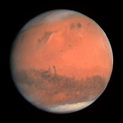 На поверхности Марса нашли большие ледяные утесы